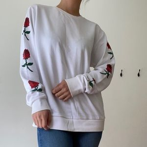 Sweater w Roses on Sleeves